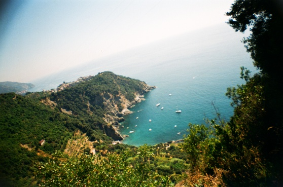 Hiking the Cinque Terre, Italy shot on 35mm film using a lomography La Sardina camera
